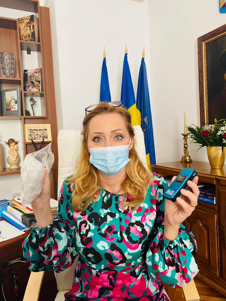 Angajat prins beat la serviciu de Elena Lasconi