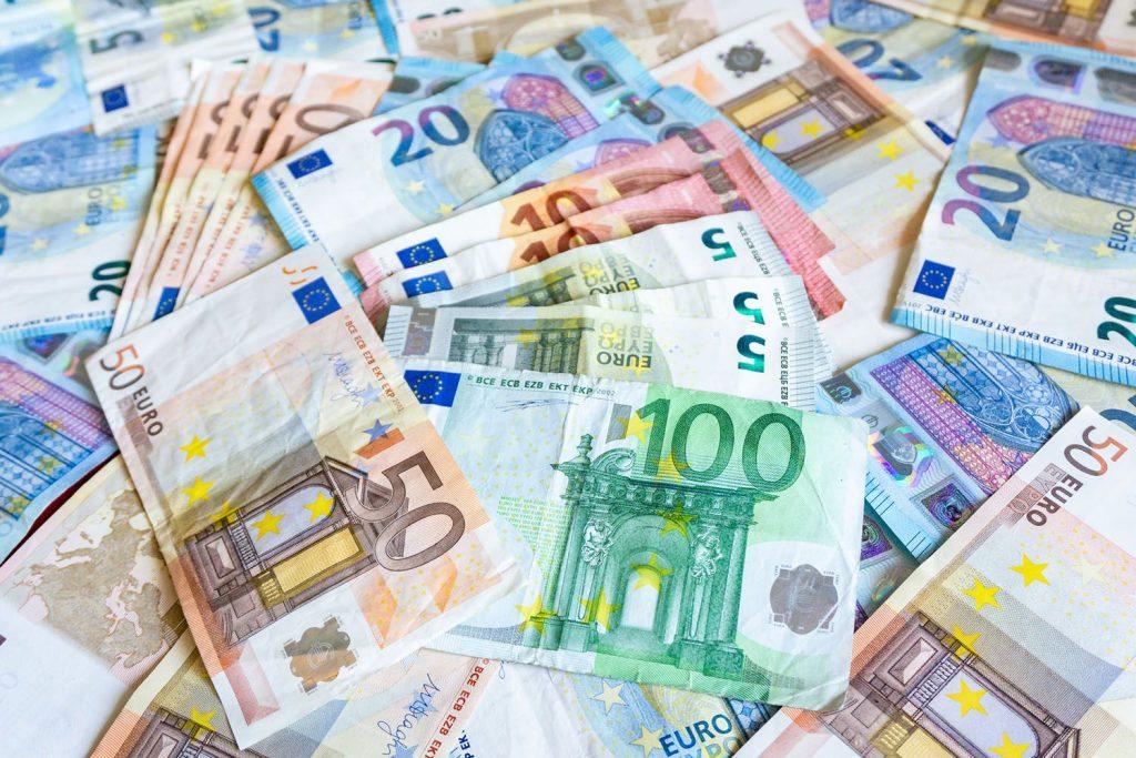 Cursul valutar explodează