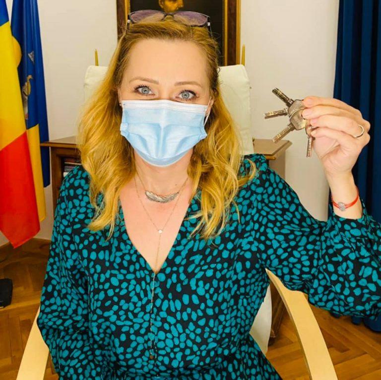 Elena Lasconi le-a tăiat accesul beneficiarilor de lux ai casei de oaspeți a Primăriei Câmpulung Muscel