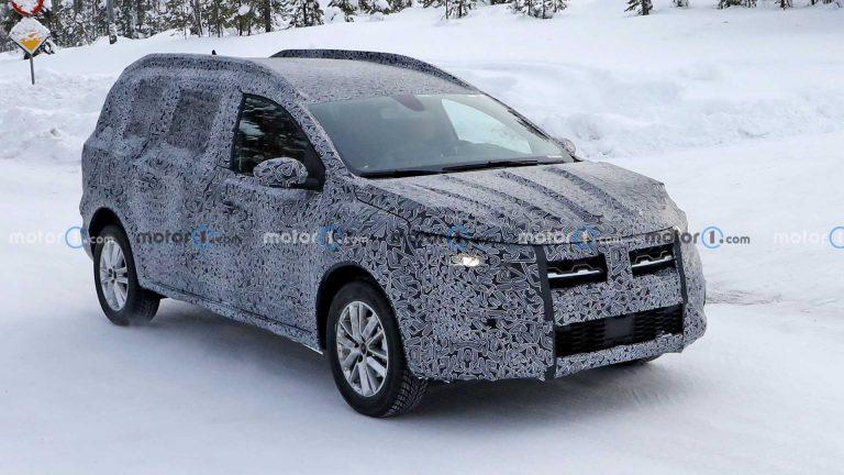 Noul crossover Dacia, primele poze spion