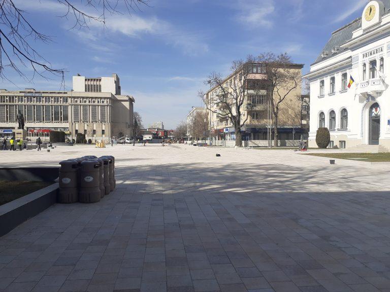 Piața Primăriei – Piteștiul și-a schimbat gresia din hol