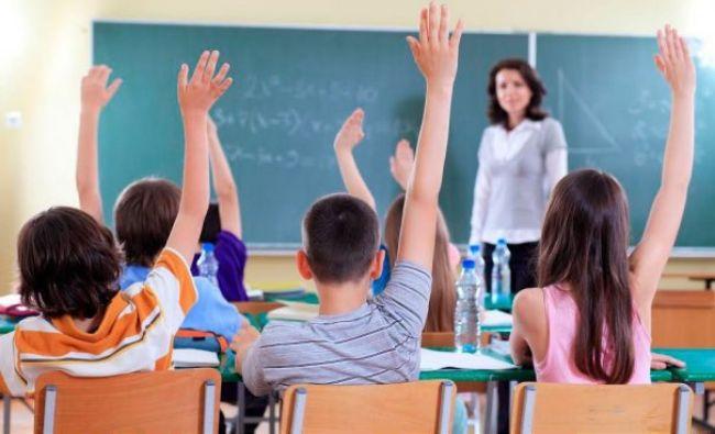 Anul școlar ar putea fi împărțit din nou în trimestre