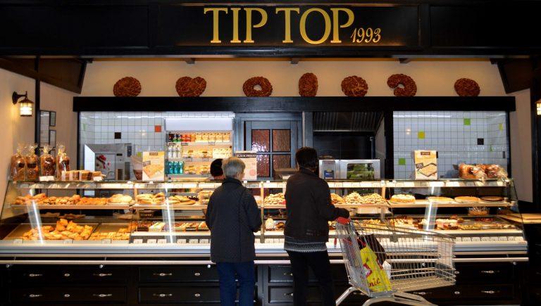 Angajații cofetăriilor Tip Top erau filmați în vestiar