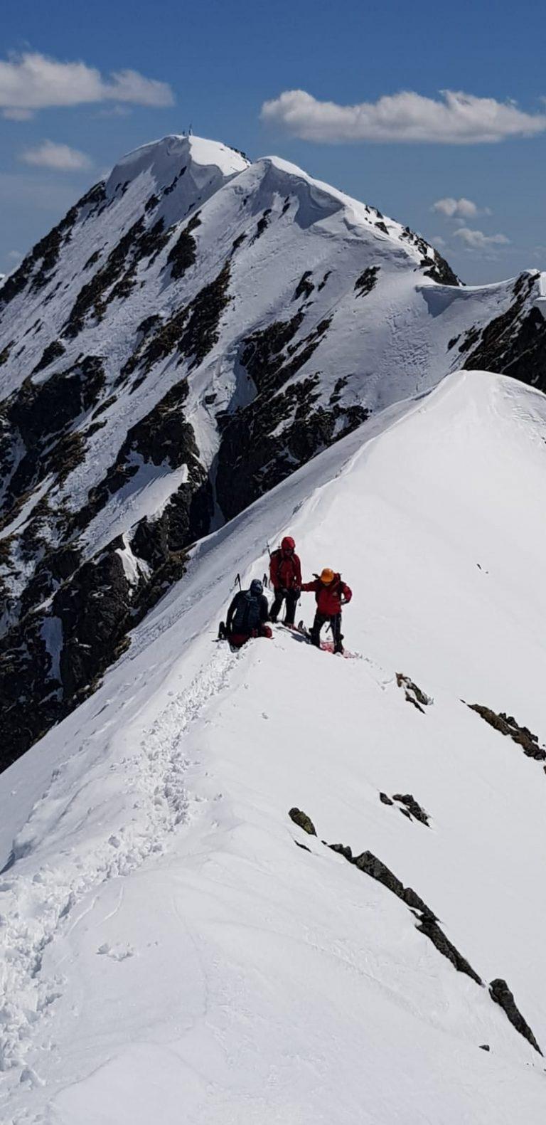 Salvamont Argeș: Pericol de avalanșă în Făgăraș, Piatra Craiului și Iezer Păpușa