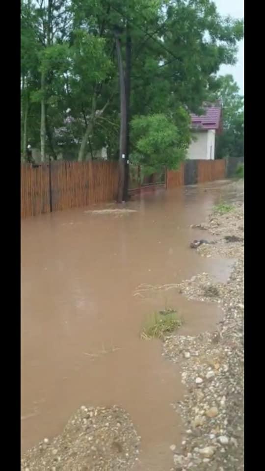 CJ Argeș în lupta cea mare cu apa de ploaie la Recea